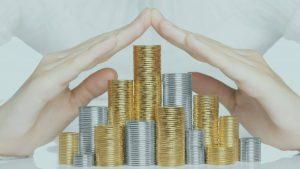 ידיים מגינות על כסף - חיסכון