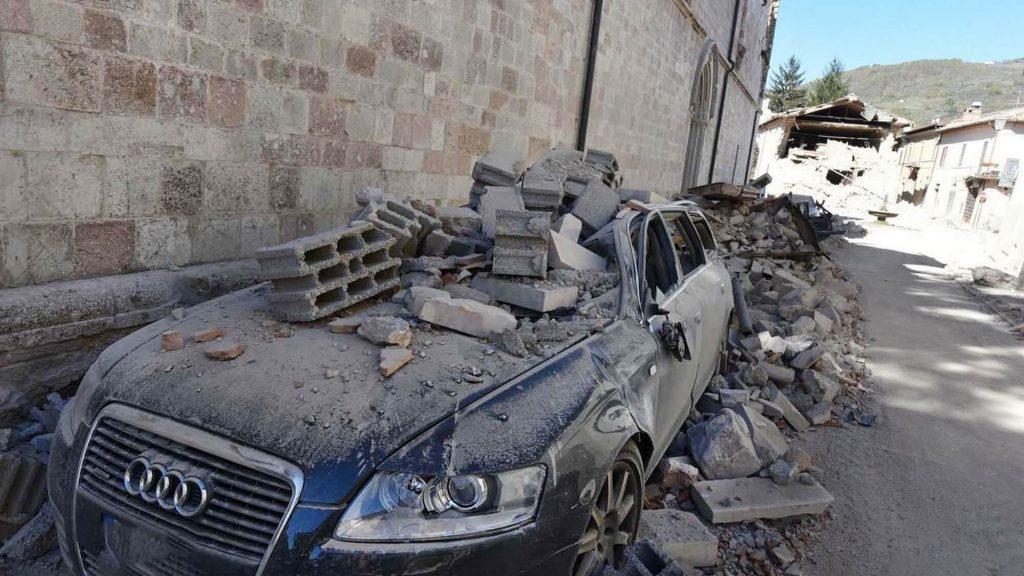 רכב שניזוק ברעדת אדמה