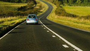 מכונית בכביש - ביטוח נהג אקראי
