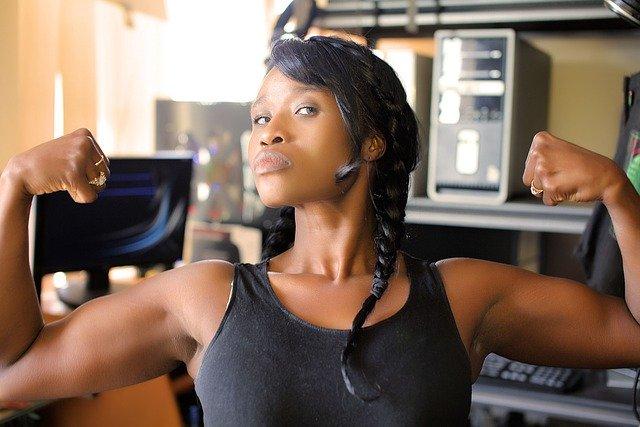 אשה באימון - ביטוח למאמני ספורט וכושר