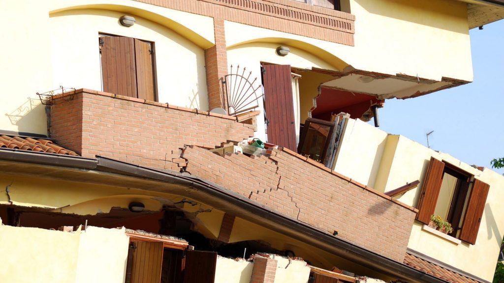 בית מגורים לאחר רעידת אדמה - ביטוח ערך קרקע