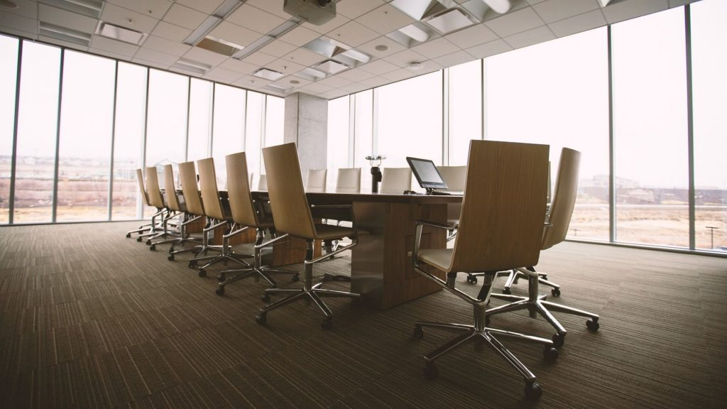 חדר ישיבות – ביטוח אנשי מפתח