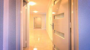 דלת כניסה לבית החדש - פתרונות ביטוח משכנתא