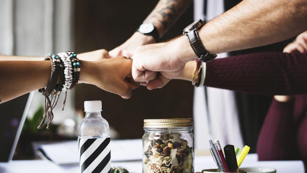 צוות מחזיק ידיים – ביטוח חבות מעסיקים